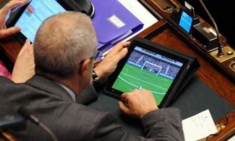 ipad-in-parlamento-calcio